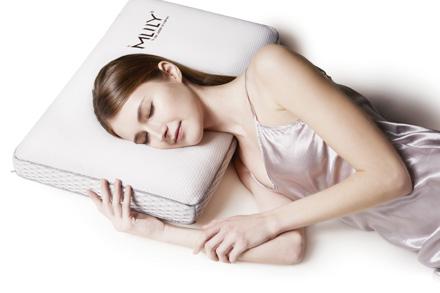 面包枕型设计,枕面加宽加大,内心采用托玛琳和凝胶材质的完美结合,清凉柔软,健康舒适,让您体验舒适与健康零距离。