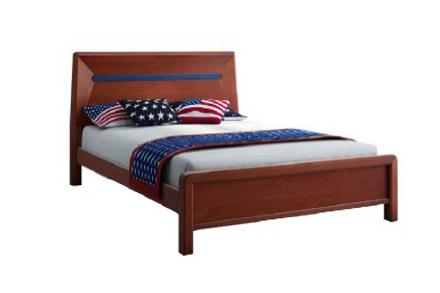 后屏采用内凹拼接工艺,使床屏更具立体感;棕色和蓝色的颜色的搭配,让床屏富有变化的同时不失稳重;前屏采用框架结构,进一步增加整床立体感。