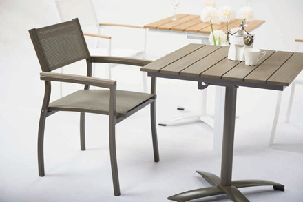TX2270.1-铝制扶手椅 520(W) * 570(D) * 870(H) JRP1140.T2-铝制折叠桌 700(W) * 700(D) * 750(H)